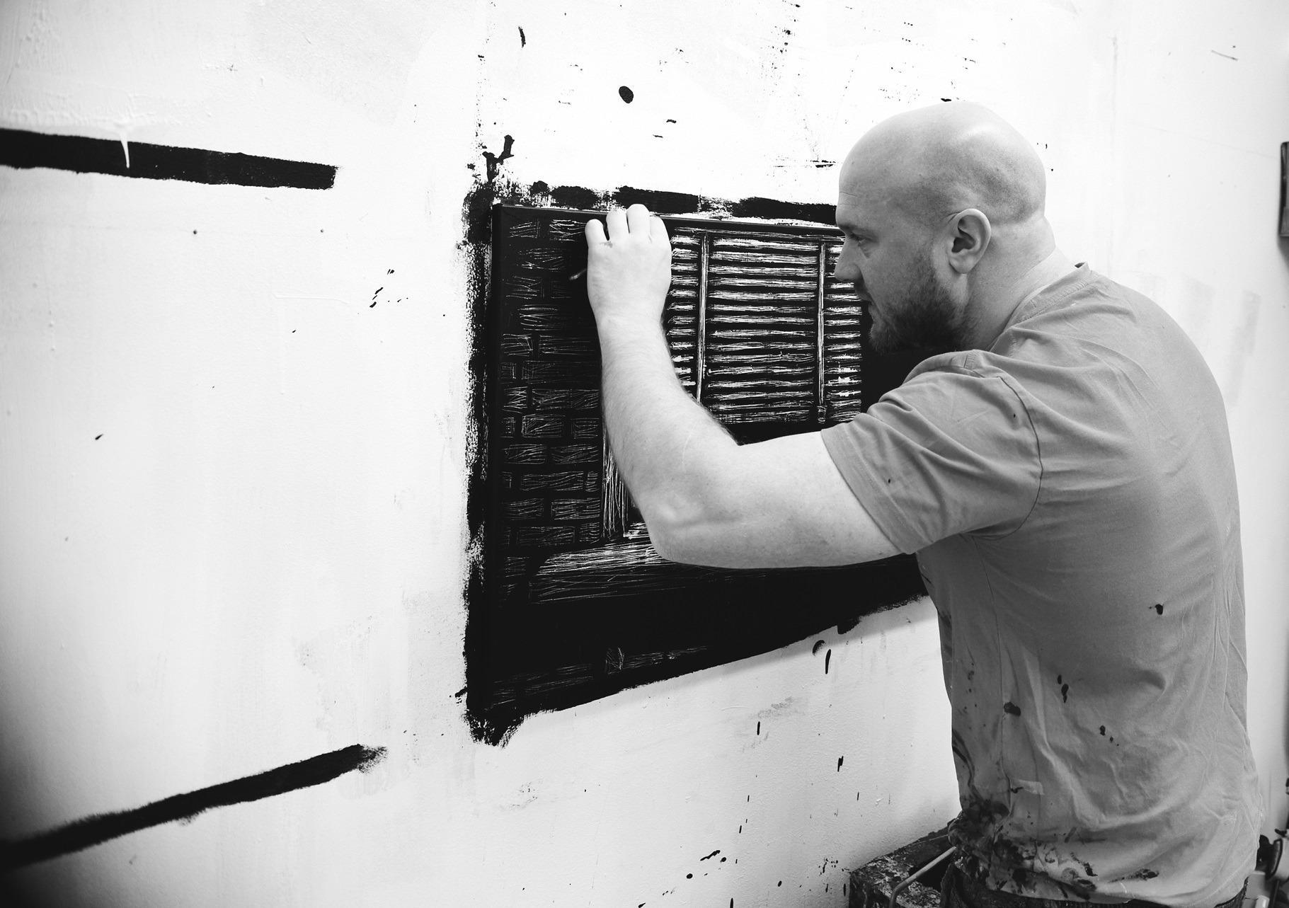 Nicolas_Ruston_In his studio_Photograph by Jens Marrot_1